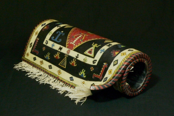 'Rolled-up' carpet. Turkish pattern. Dimensions 12'' x 8'' x 24''